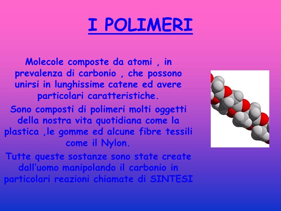 I POLIMERI Molecole composte da atomi , in prevalenza di carbonio , che possono unirsi in lunghissime catene ed avere particolari caratteristiche.