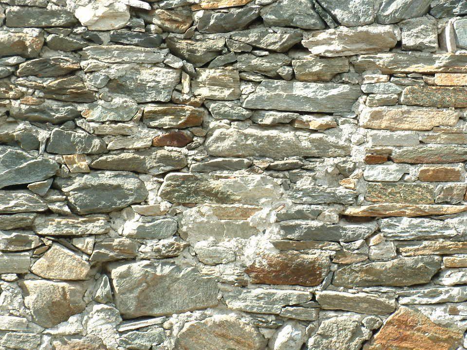 Valnontey pietra Murature bellissime perché sede di un processo di reimpighi e trasformazioni ancora leggibile.