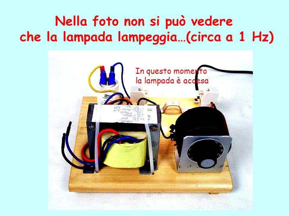 Nella foto non si può vedere che la lampada lampeggia…(circa a 1 Hz)