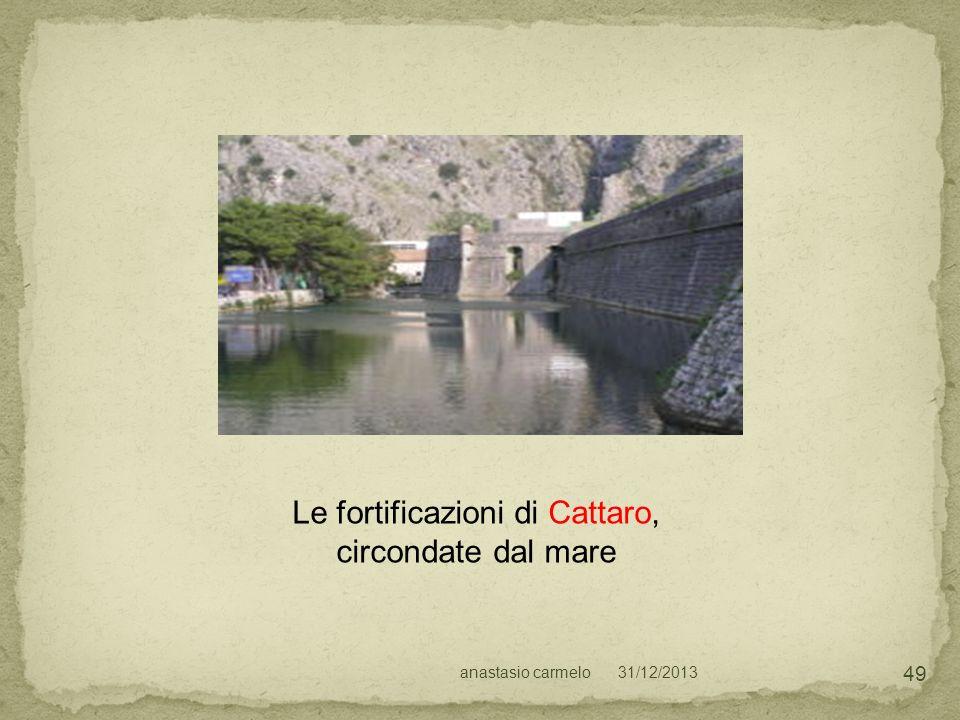 Le fortificazioni di Cattaro, circondate dal mare
