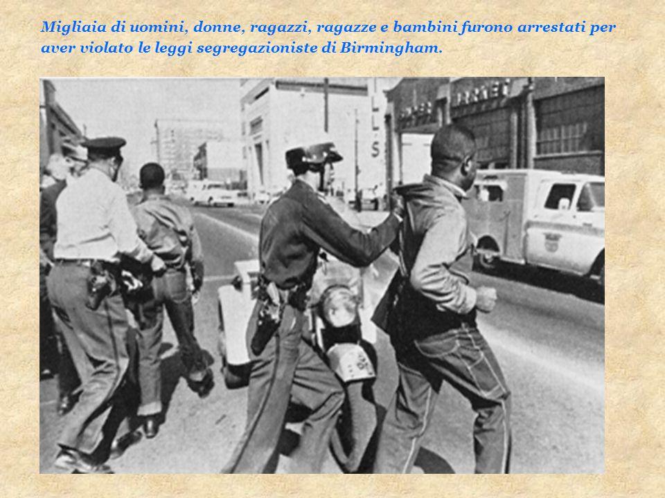 Migliaia di uomini, donne, ragazzi, ragazze e bambini furono arrestati per