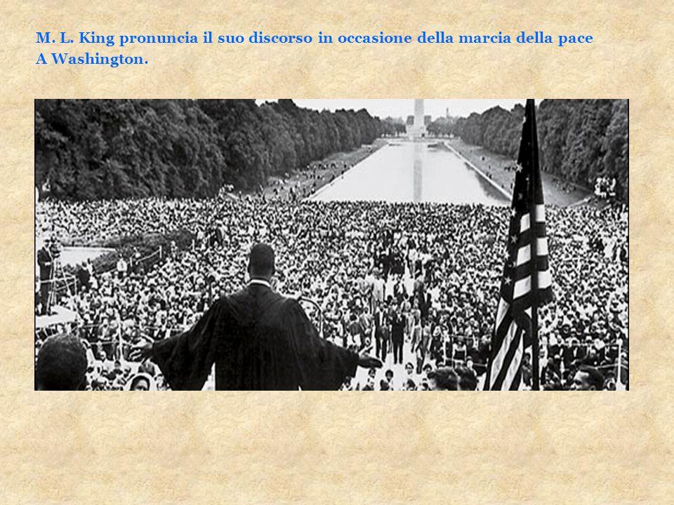 M. L. King pronuncia il suo discorso in occasione della marcia della pace