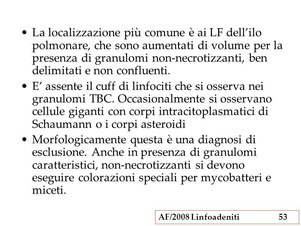 La localizzazione più comune è ai LF dell'ilo polmonare, che sono aumentati di volume per la presenza di granulomi non-necrotizzanti, ben delimitati e non confluenti.