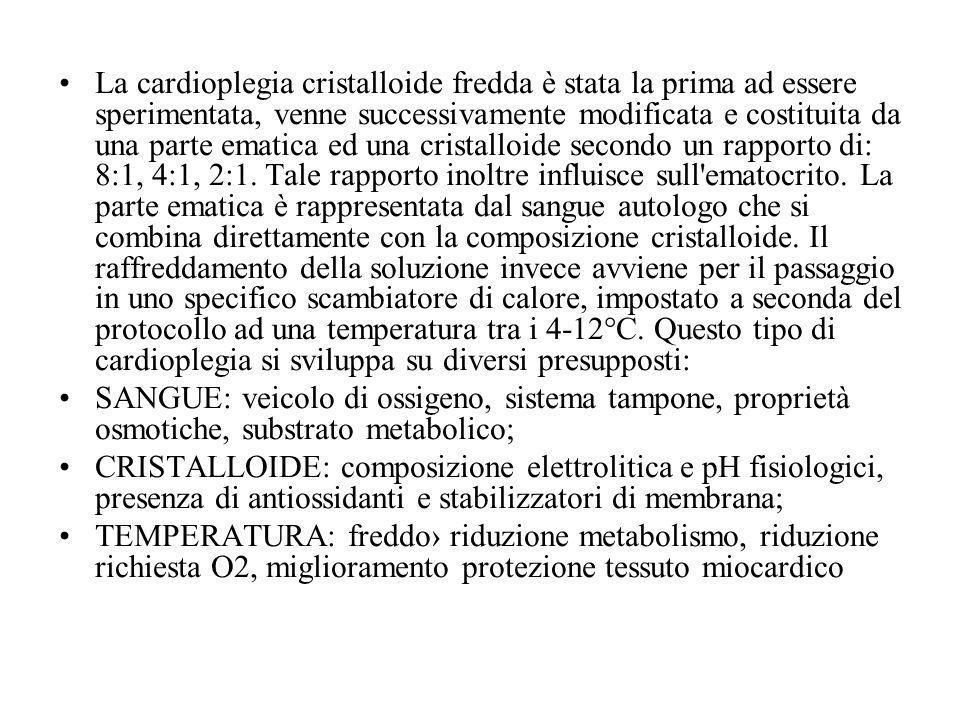La cardioplegia cristalloide fredda è stata la prima ad essere sperimentata, venne successivamente modificata e costituita da una parte ematica ed una cristalloide secondo un rapporto di: 8:1, 4:1, 2:1. Tale rapporto inoltre influisce sull ematocrito. La parte ematica è rappresentata dal sangue autologo che si combina direttamente con la composizione cristalloide. Il raffreddamento della soluzione invece avviene per il passaggio in uno specifico scambiatore di calore, impostato a seconda del protocollo ad una temperatura tra i 4-12°C. Questo tipo di cardioplegia si sviluppa su diversi presupposti: