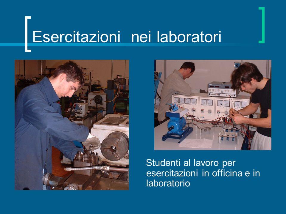 Esercitazioni nei laboratori