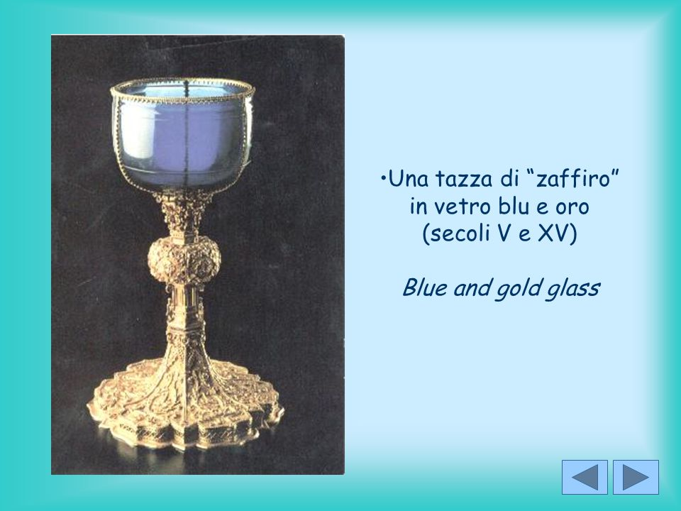 Una tazza di zaffiro in vetro blu e oro (secoli V e XV) Blue and gold glass