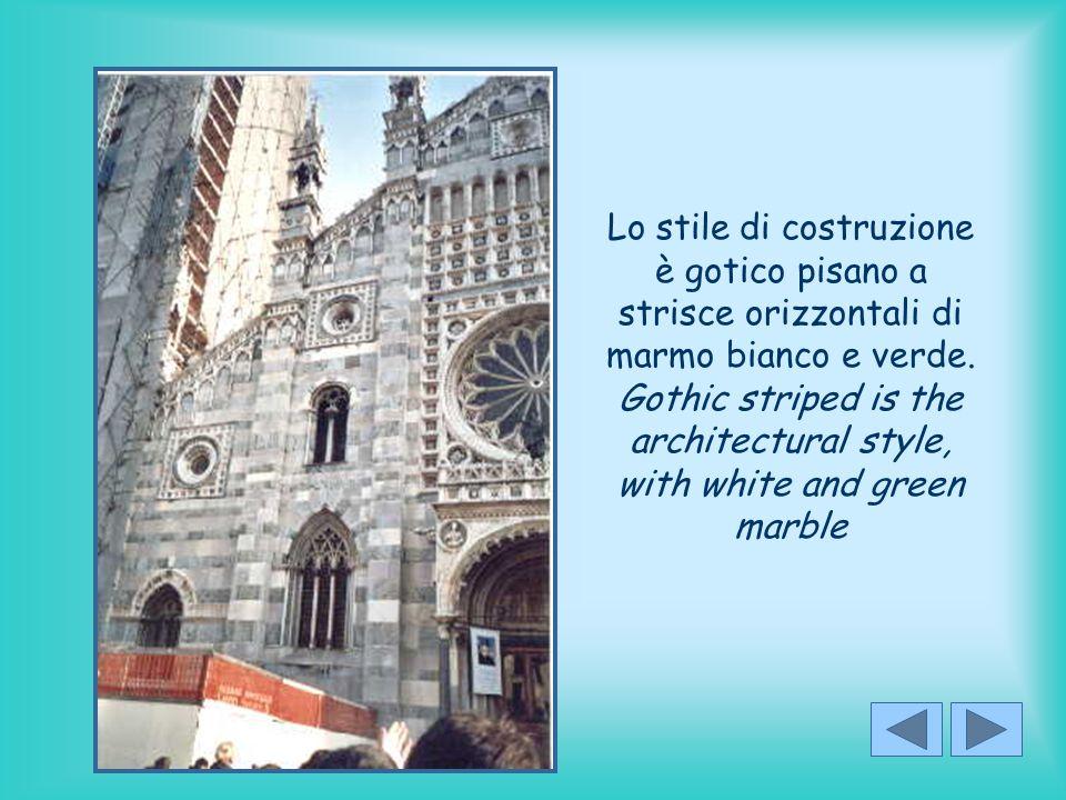 Lo stile di costruzione è gotico pisano a strisce orizzontali di marmo bianco e verde.