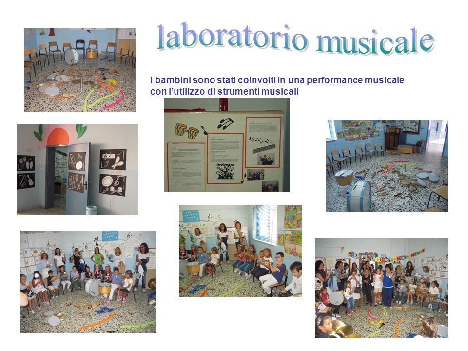 laboratorio musicale I bambini sono stati coinvolti in una performance musicale con l'utilizzo di strumenti musicali.