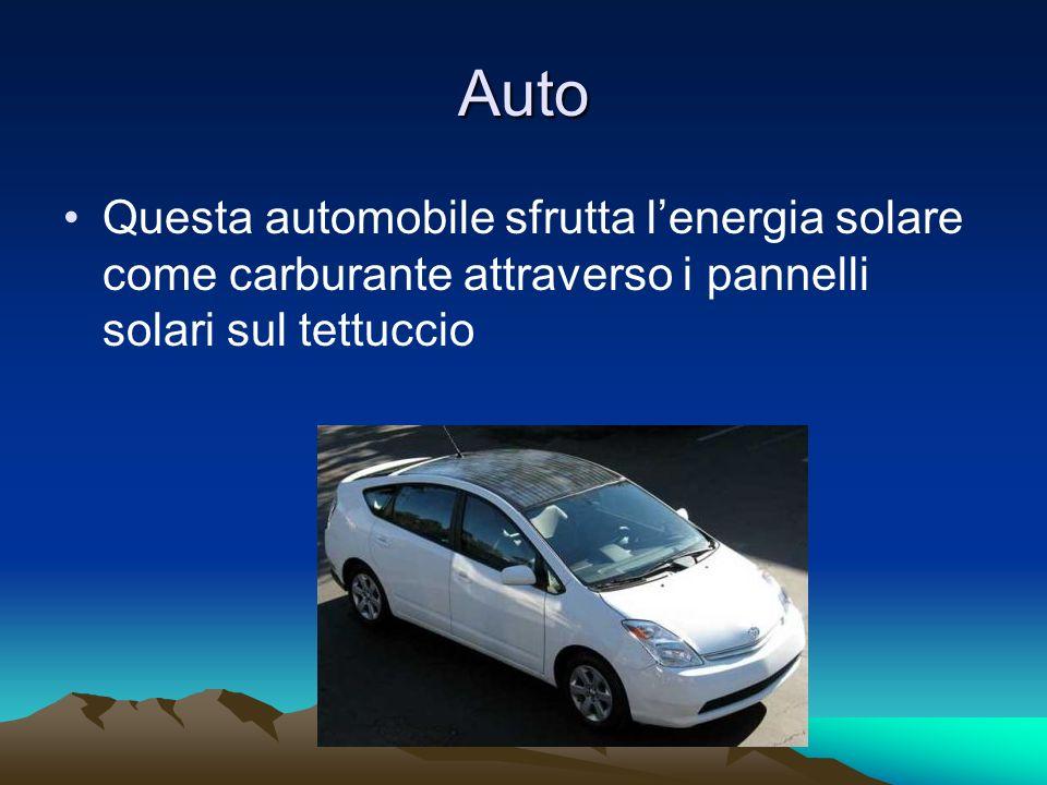 Auto Questa automobile sfrutta l'energia solare come carburante attraverso i pannelli solari sul tettuccio.