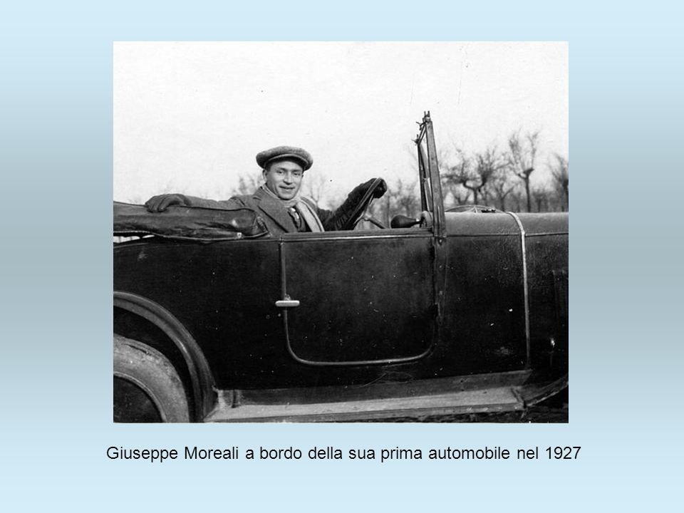 Giuseppe Moreali a bordo della sua prima automobile nel 1927