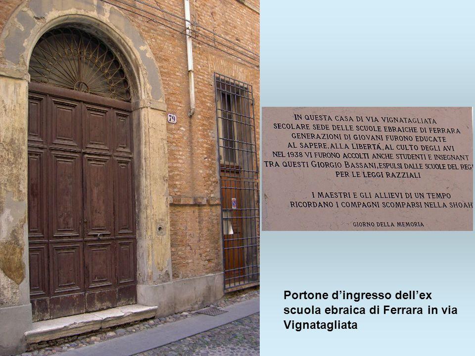 Portone d'ingresso dell'ex scuola ebraica di Ferrara in via Vignatagliata