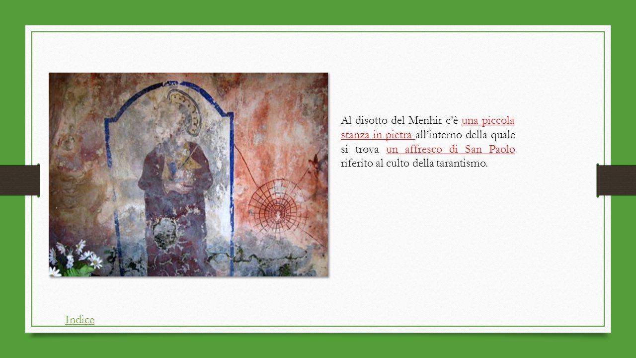 Al disotto del Menhir c'è una piccola stanza in pietra all'interno della quale si trova un affresco di San Paolo riferito al culto della tarantismo.