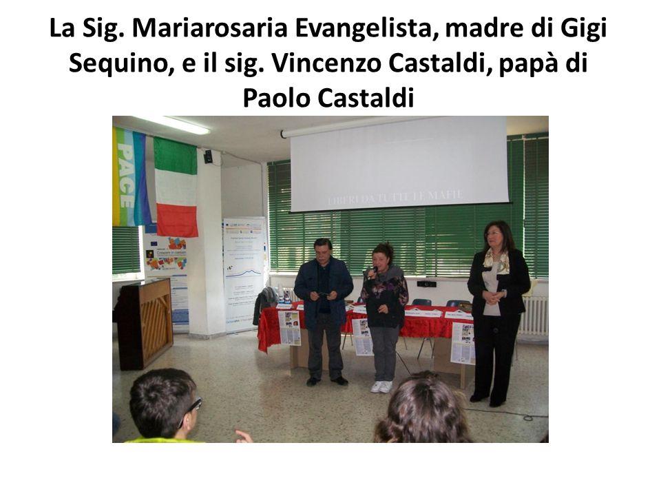 La Sig. Mariarosaria Evangelista, madre di Gigi Sequino, e il sig