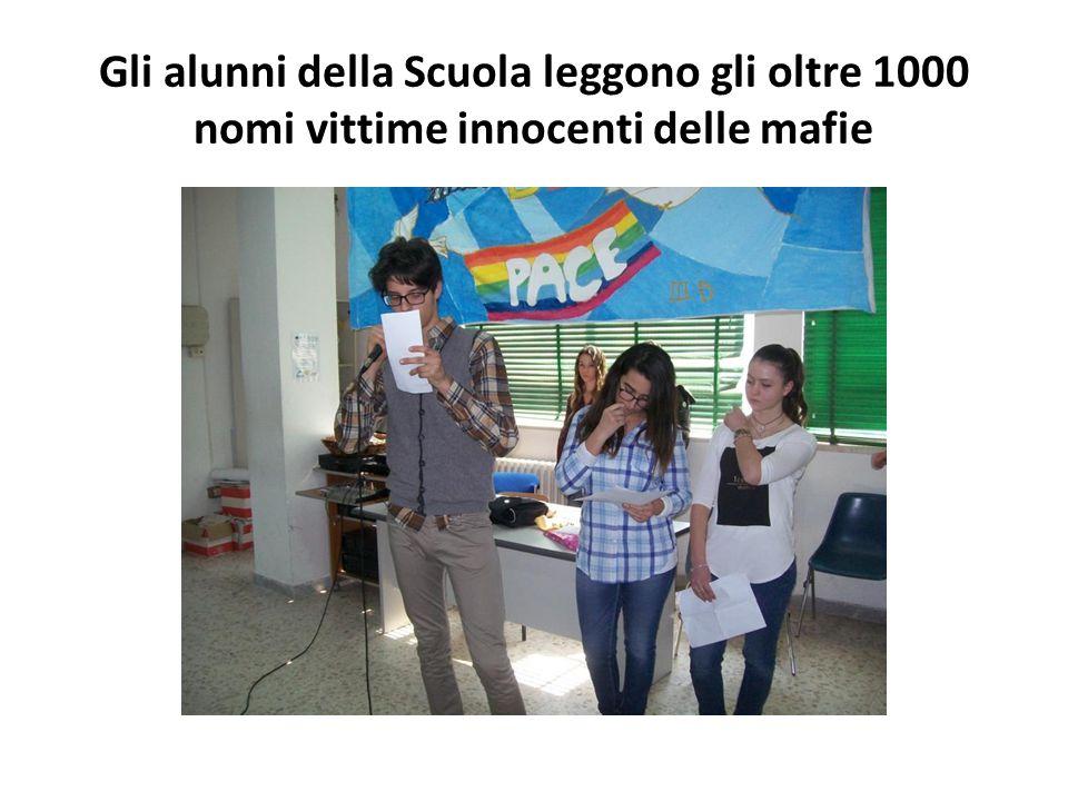 Gli alunni della Scuola leggono gli oltre 1000 nomi vittime innocenti delle mafie