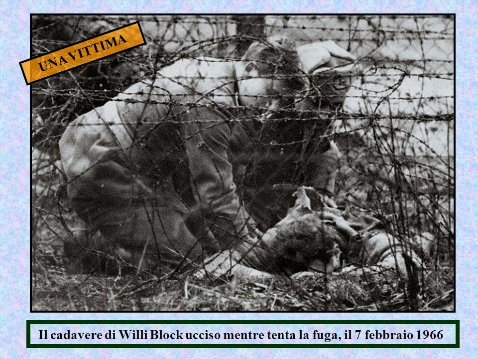 UNA VITTIMA Il cadavere di Willi Block ucciso mentre tenta la fuga, il 7 febbraio 1966