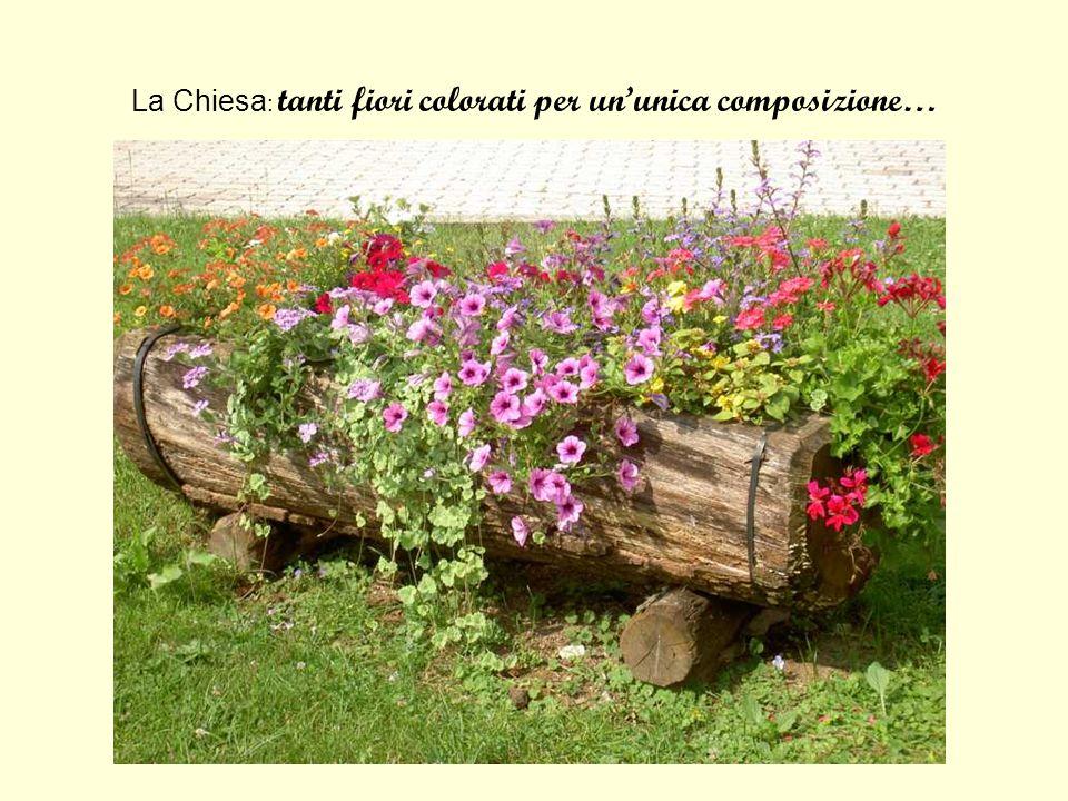 La Chiesa: tanti fiori colorati per un'unica composizione…