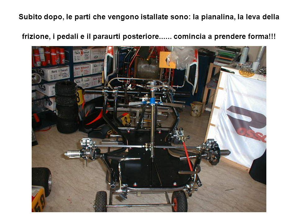 Subito dopo, le parti che vengono istallate sono: la pianalina, la leva della frizione, i pedali e il paraurti posteriore......