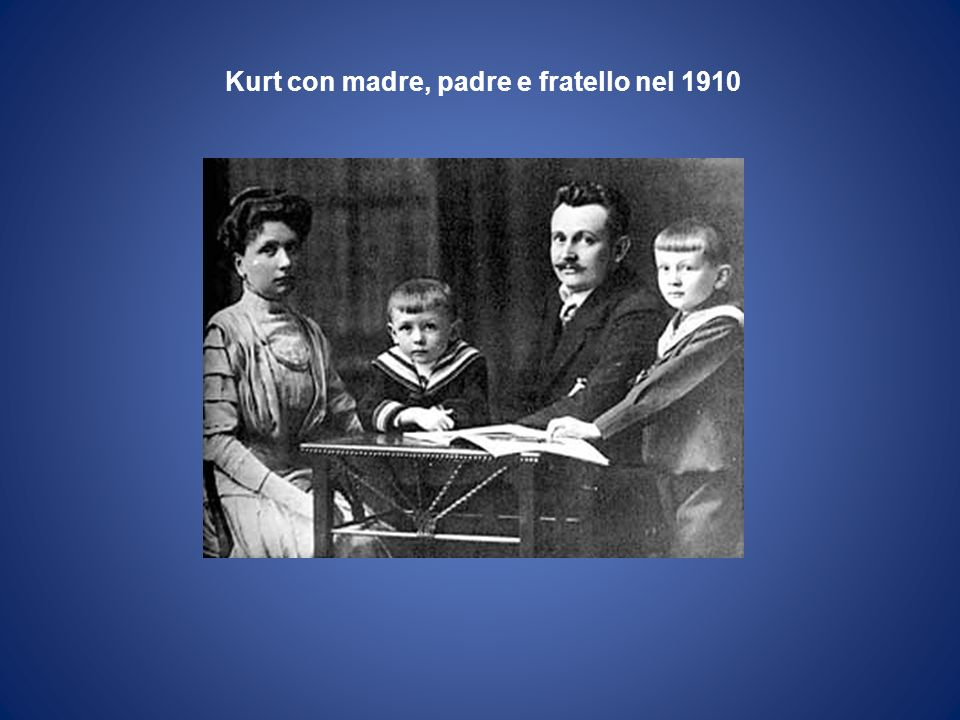 Kurt con madre, padre e fratello nel 1910