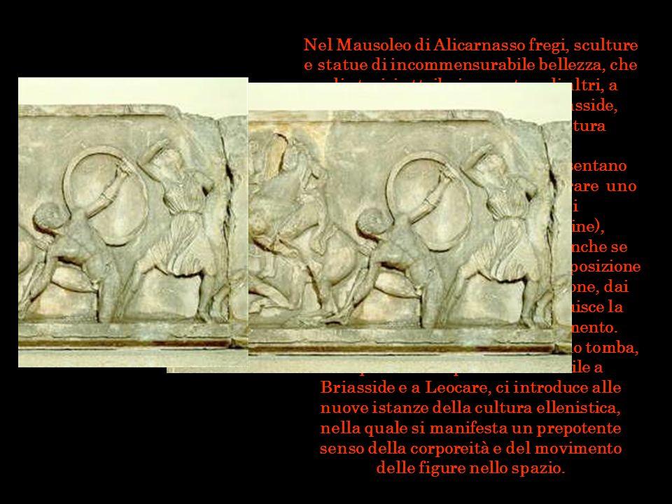 Nel Mausoleo di Alicarnasso fregi, sculture e statue di incommensurabile bellezza, che gli storici attribuiscono, tra gli altri, a Skopas, Leocare, Timoteo e Briasside, arricchivano l'imponente struttura dell'edificio.