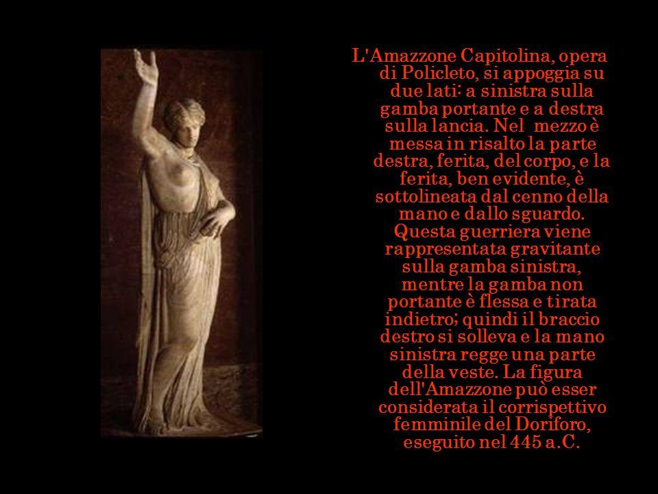L Amazzone Capitolina, opera di Policleto, si appoggia su due lati: a sinistra sulla gamba portante e a destra sulla lancia.