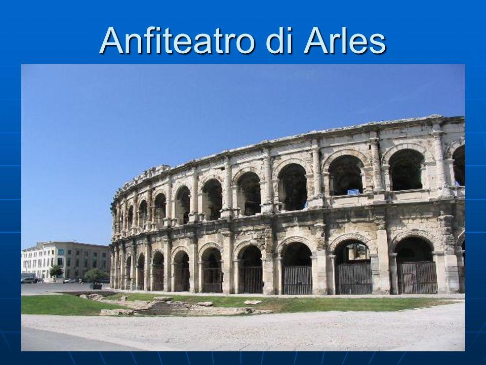 Anfiteatro di Arles Visione dell'anfiteatro da fuori.