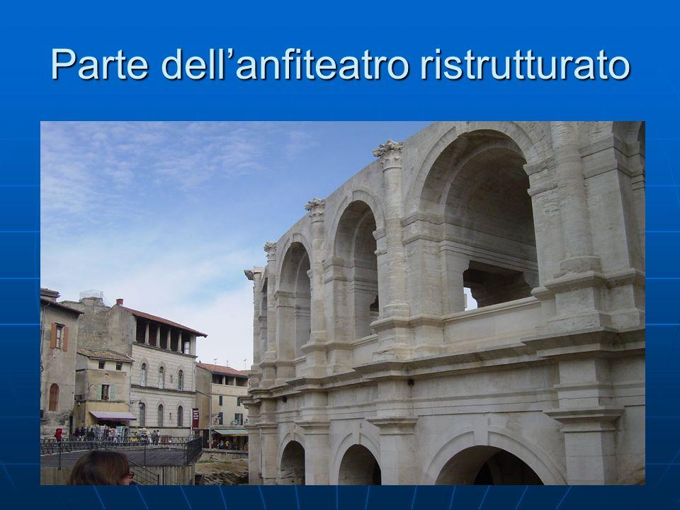 Parte dell'anfiteatro ristrutturato