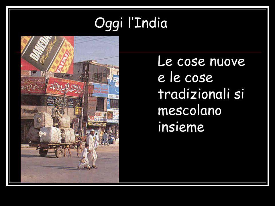 Oggi l'India Le cose nuove e le cose tradizionali si mescolano insieme