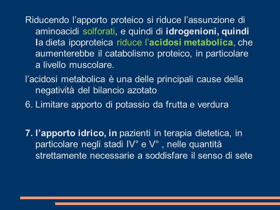 Riducendo l'apporto proteico si riduce l'assunzione di aminoacidi solforati, e quindi di idrogenioni, quindi la dieta ipoproteica riduce l'acidosi metabolica, che aumenterebbe il catabolismo proteico, in particolare a livello muscolare.