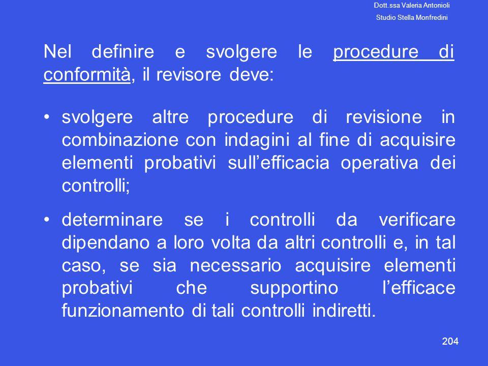 Nel definire e svolgere le procedure di conformità, il revisore deve: