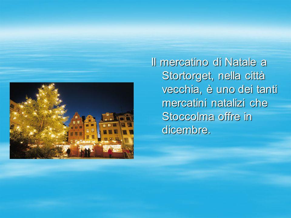 Il mercatino di Natale a Stortorget, nella città vecchia, è uno dei tanti mercatini natalizi che Stoccolma offre in dicembre.