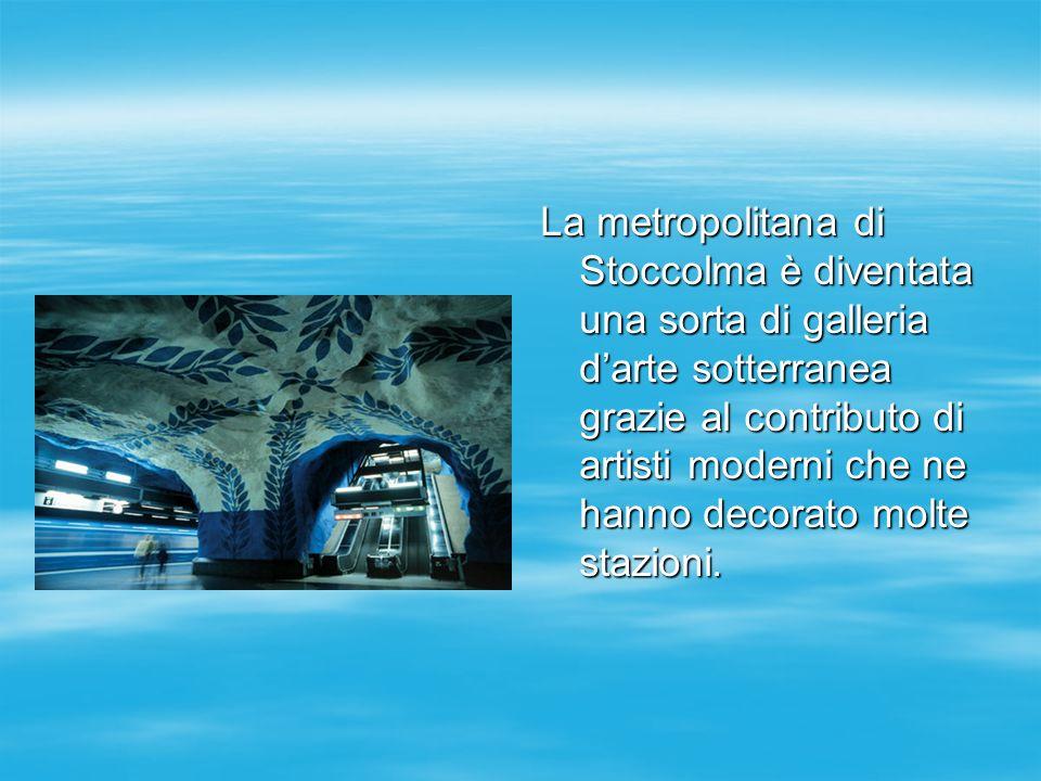 La metropolitana di Stoccolma è diventata una sorta di galleria d'arte sotterranea grazie al contributo di artisti moderni che ne hanno decorato molte stazioni.