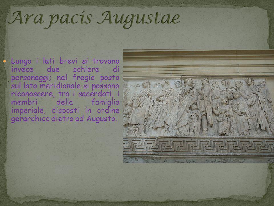 Lungo i lati brevi si trovano invece due schiere di personaggi; nel fregio posto sul lato meridionale si possono riconoscere, tra i sacerdoti, i membri della famiglia imperiale, disposti in ordine gerarchico dietro ad Augusto.