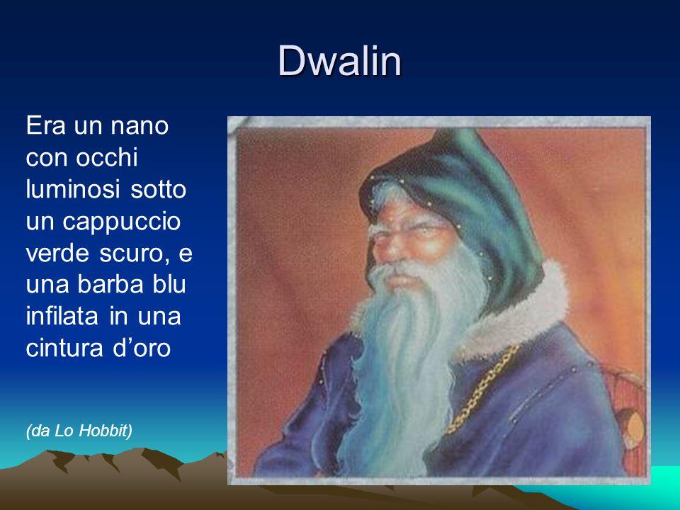 Dwalin Era un nano con occhi luminosi sotto un cappuccio verde scuro, e una barba blu infilata in una cintura d'oro.