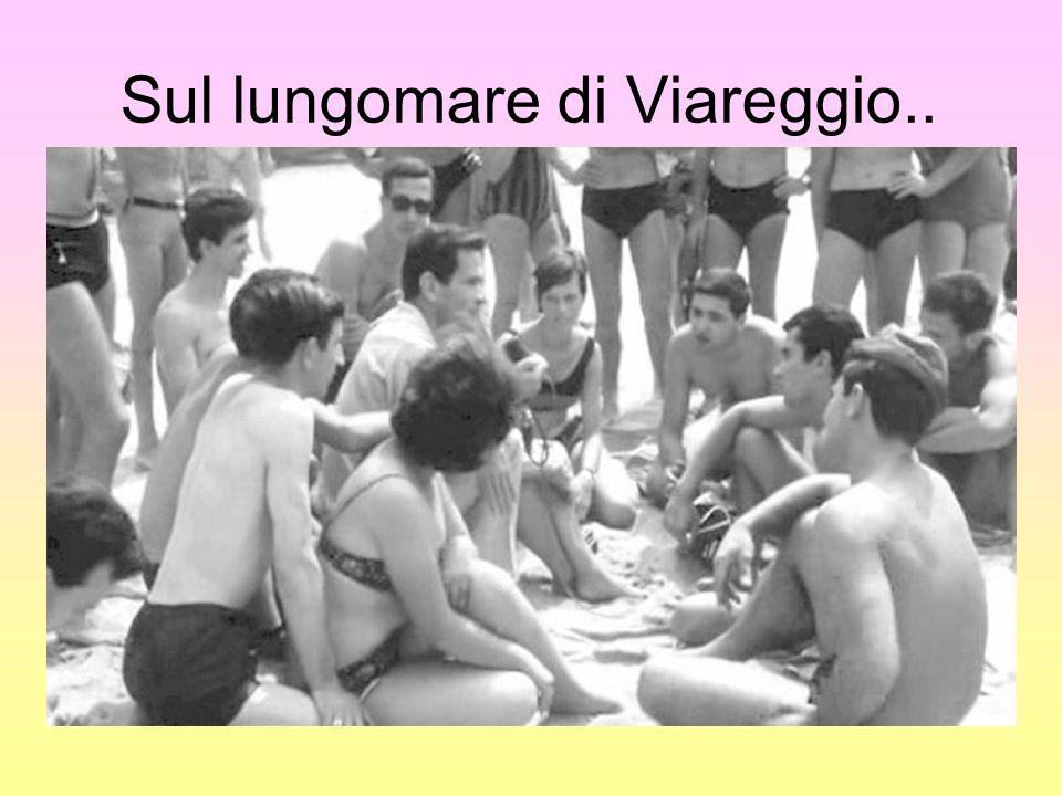 Sul lungomare di Viareggio..