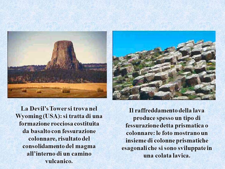 La Devil's Tower si trova nel Wyoming (USA): si tratta di una formazione rocciosa costituita da basalto con fessurazione colonnare, risultato del consolidamento del magma all'interno di un camino vulcanico.