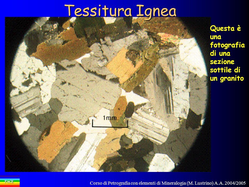 Tessitura Ignea Questa è una fotografia di una sezione sottile di un granito