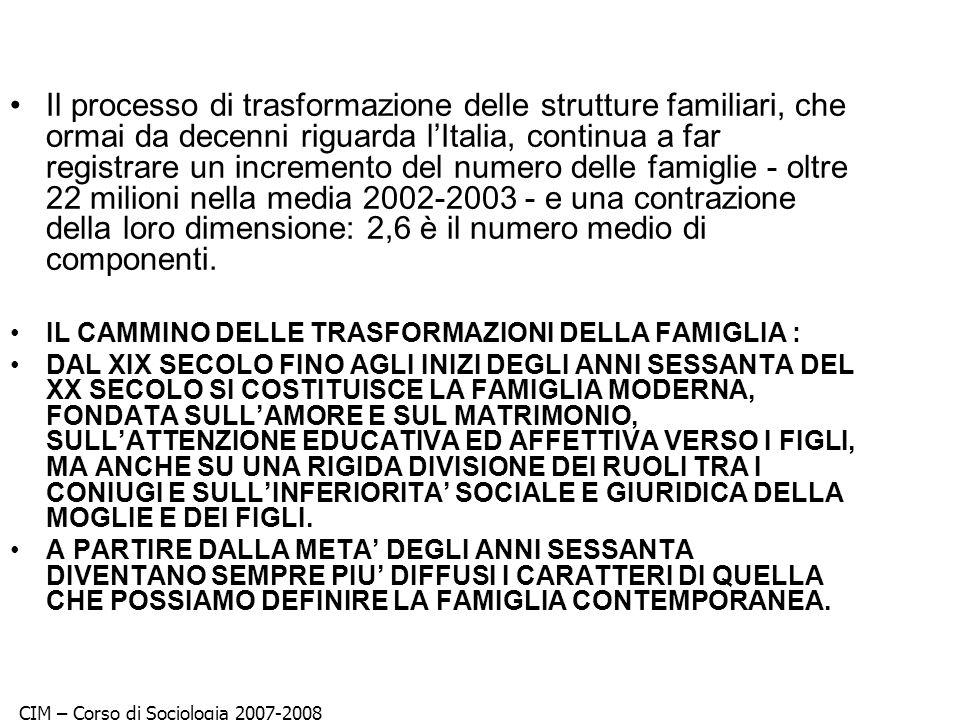 Il processo di trasformazione delle strutture familiari, che ormai da decenni riguarda l'Italia, continua a far registrare un incremento del numero delle famiglie - oltre 22 milioni nella media 2002-2003 - e una contrazione della loro dimensione: 2,6 è il numero medio di componenti.