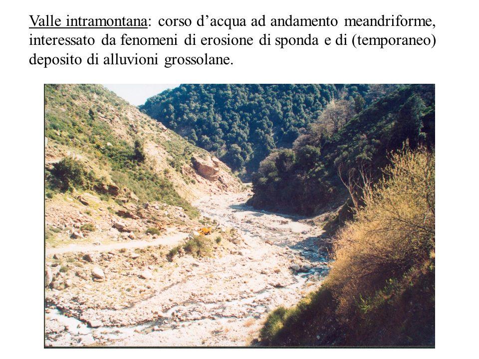 Valle intramontana: corso d'acqua ad andamento meandriforme, interessato da fenomeni di erosione di sponda e di (temporaneo) deposito di alluvioni grossolane.