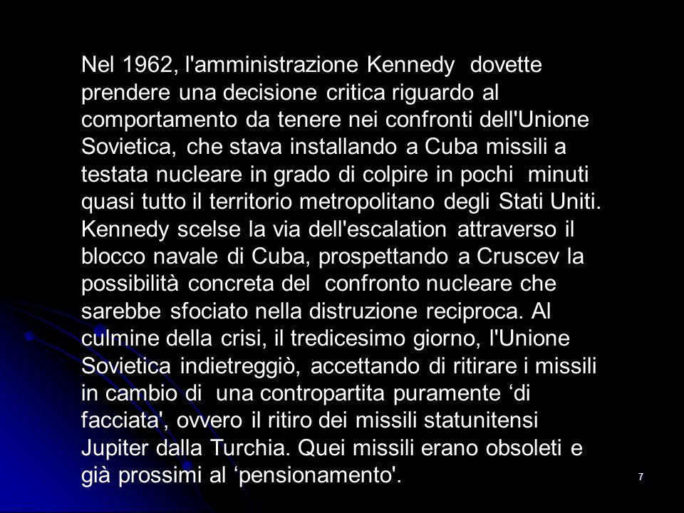Nel 1962, l amministrazione Kennedy dovette prendere una decisione critica riguardo al comportamento da tenere nei confronti dell Unione Sovietica, che stava installando a Cuba missili a testata nucleare in grado di colpire in pochi minuti quasi tutto il territorio metropolitano degli Stati Uniti.