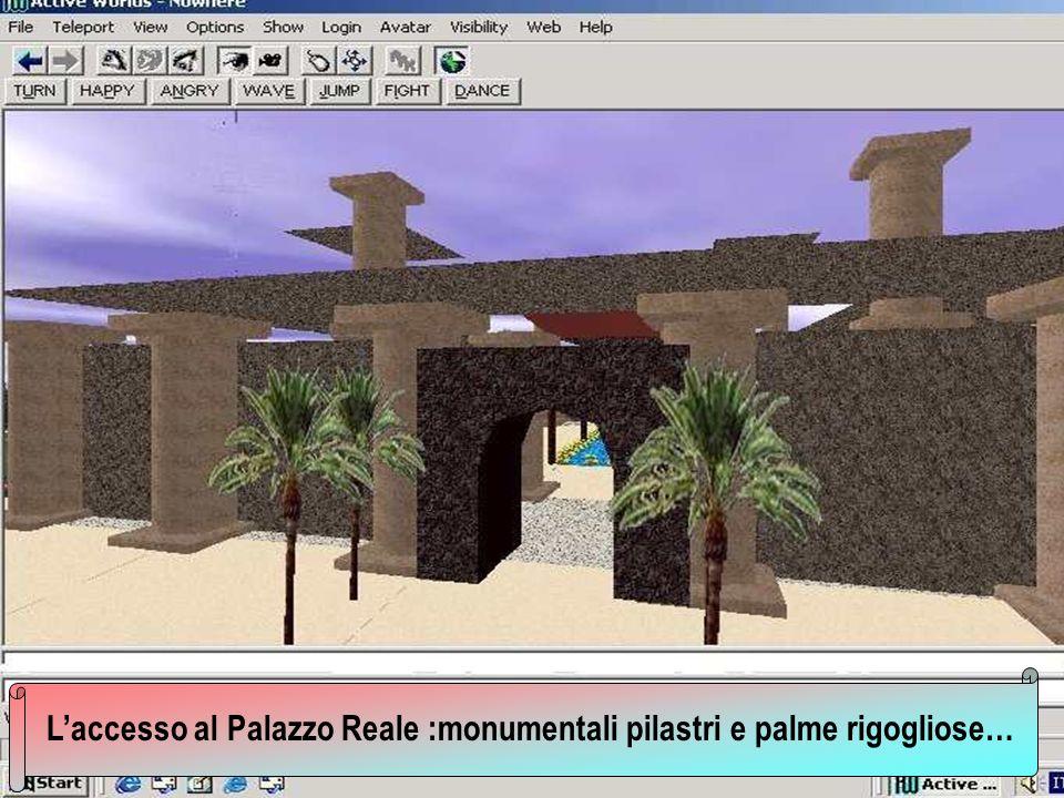 L'accesso al Palazzo Reale :monumentali pilastri e palme rigogliose…