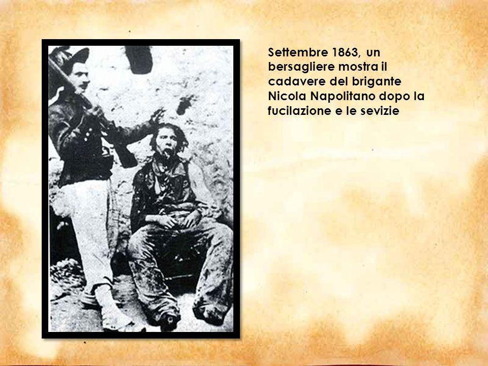 Settembre 1863, un bersagliere mostra il cadavere del brigante Nicola Napolitano dopo la fucilazione e le sevizie