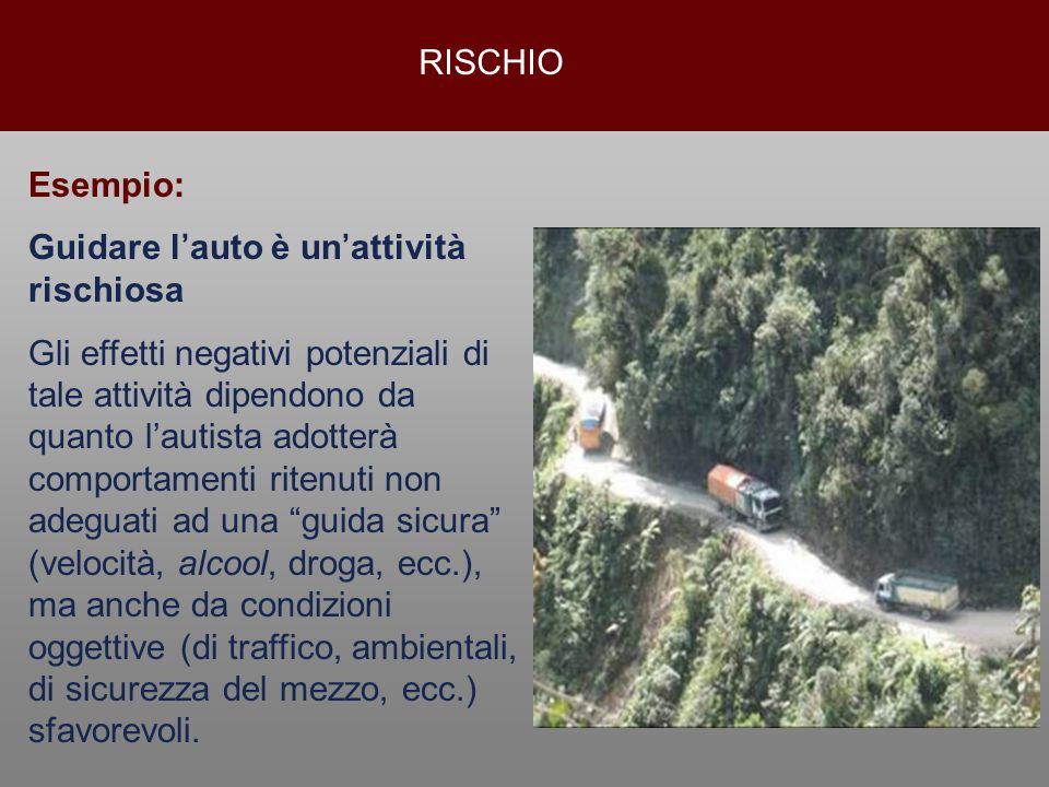RISCHIO Esempio: Guidare l'auto è un'attività rischiosa.