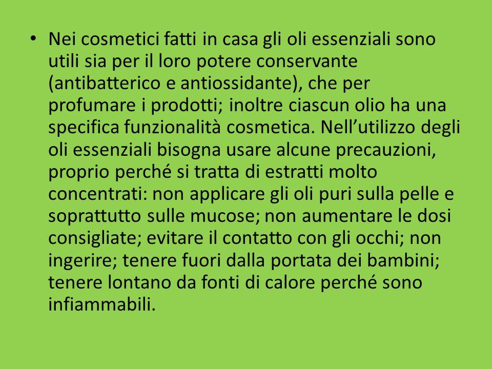 Nei cosmetici fatti in casa gli oli essenziali sono utili sia per il loro potere conservante (antibatterico e antiossidante), che per profumare i prodotti; inoltre ciascun olio ha una specifica funzionalità cosmetica.
