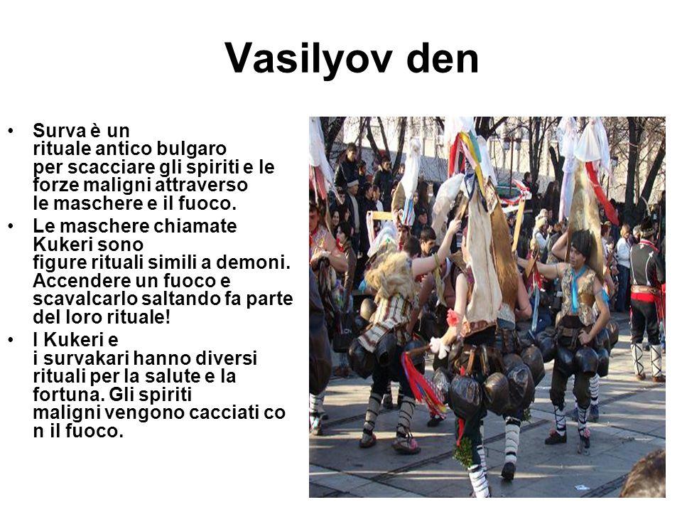 Vasilyov den Surva è un rituale antico bulgaro per scacciare gli spiriti e le forze maligni attraverso le maschere e il fuoco.