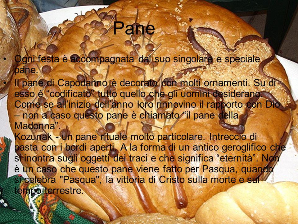Pane Ogni festa è accompagnata dal suo singolare e speciale pane.