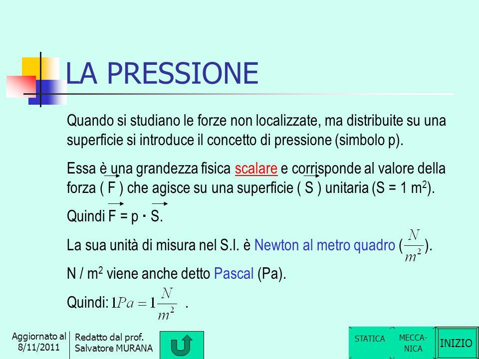 LA PRESSIONE Quando si studiano le forze non localizzate, ma distribuite su una superficie si introduce il concetto di pressione (simbolo p).