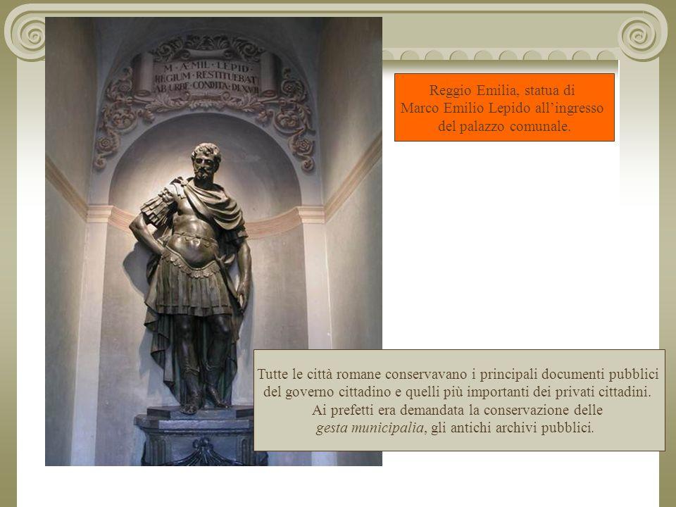 Reggio Emilia, statua di Marco Emilio Lepido all'ingresso