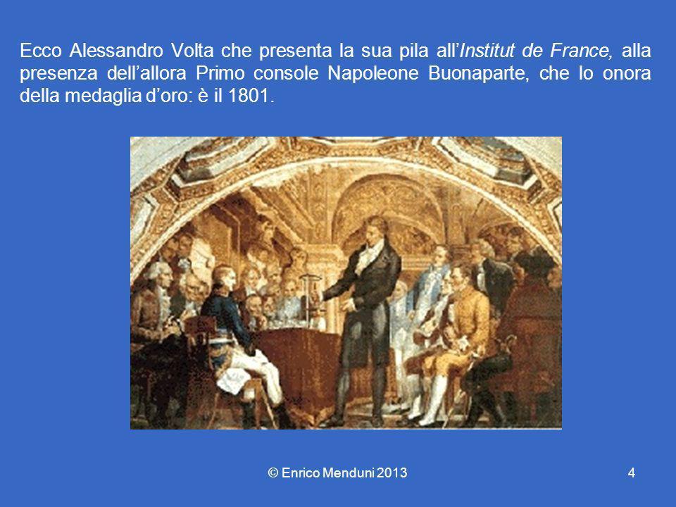 Ecco Alessandro Volta che presenta la sua pila all'Institut de France, alla presenza dell'allora Primo console Napoleone Buonaparte, che lo onora della medaglia d'oro: è il 1801.