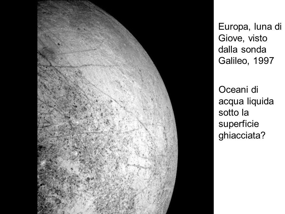 Europa, luna di Giove, visto. dalla sonda. Galileo, 1997. Oceani di. acqua liquida. sotto la. superficie.