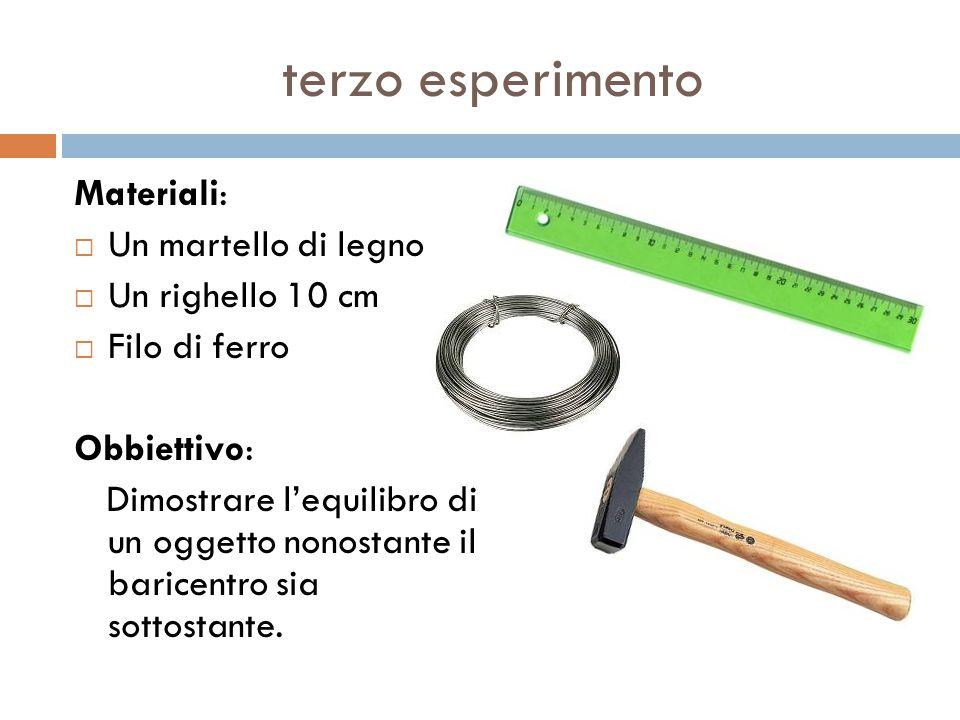 terzo esperimento Materiali: Un martello di legno Un righello 10 cm